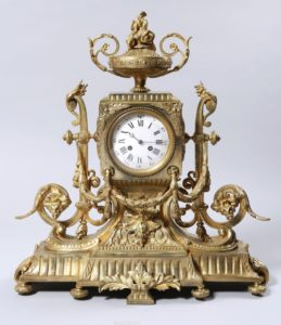 Große Prunk-Pendule, H&F, Paris, 19.Jh., 1/2 Std.-Schlag auf Glocke, Messing, vergoldet, HxBxT: 58x55x25cm