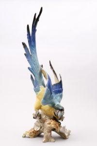 Großer Papagei  Hans Achtziger für Hutschenreuther, 20. Jh., H: ca. 68cm