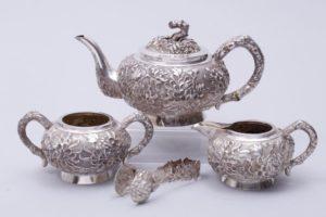 Teeservice, 925er Silber, Luen Wo, Shanghai, um 1880/90, 4-tlg, flächendeckender, reliefierter Päoniendekor, zus. ca. 1034g, H: 12cm (Kanne)