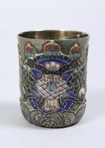 Kleiner Cloisonné-Becher mit imperialem Doppelkopfadler, Silber, 84 Zolotnik, partiell vergoldet, Karl Fabergé, Moskau, um 1911, HxD 4,9x4cm