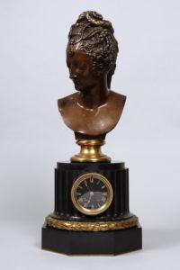 Große Tischuhr, Ferdinand Barbedienne (1810 in Saint-Martin-de-Fresnay - 1892 in Paris), H 43,5cm (Büste), ges. ca. 68,5cmGroße Tischuhr, Ferdinand Barbedienne (1810 in Saint-Martin-de-Fresnay - 1892 in Paris), H 43,5cm (Büste), ges. ca. 68,5cm