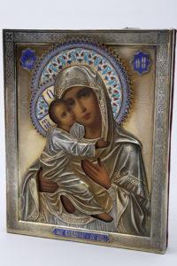 Ikone der Gottesmutter von Wladimir, Russland, um 1889, Silber-Oklad, Champlevé-Emaille, 22x17,5cm, Zuschlag: 2800,-€