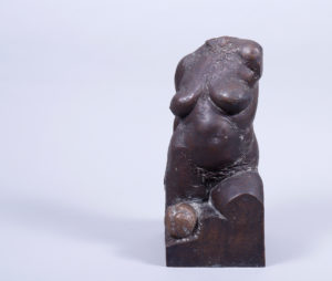 """Christa Baumgärtel, Bronze, patiniert, """"Eva"""", 1983, num. 4/6, H 40,5cm, Zuschlag: 1250,-€"""