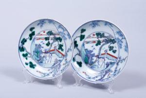 2 Doucai-Teller, China, wohl 19.Jh., im Boden Chenghua-Marke, D. 20,5cm, Zuschlag: 3400,-€