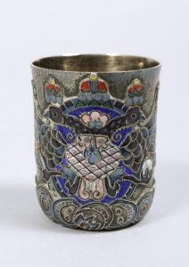 Kleiner Cloisonné-Becher, Silber, 84 Zolotnik, partiell vergoldet, Fabergé, Moskau, um 1911, ca. 56,1g, HxD 4,9x4cm, Zuschlag: 7000,-€
