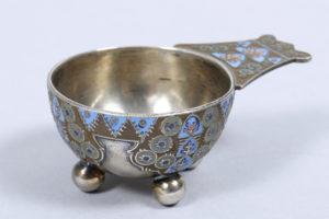 Kleine Tcharka, Silber, 84 Zolotnik, Karl Fabergé, Moskau, um 1910, ca. 58,4g brutto, L 8cm, Zuschlag: 4600,-€